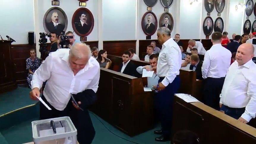 Прізвища депутатів, які проголосували за відставку Чернівецького міського голови