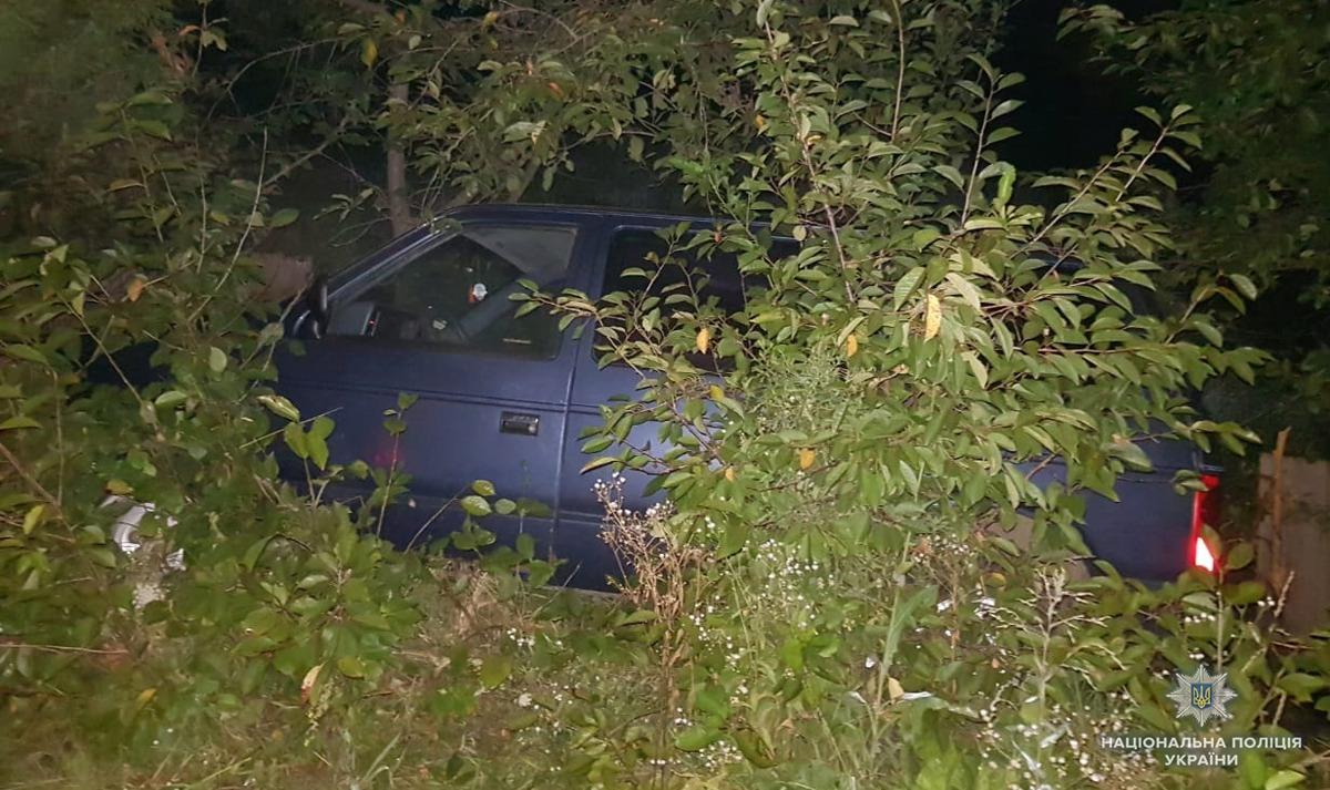 На Буковині правоохоронці за кілька хвилин знайшли викрадену автівку