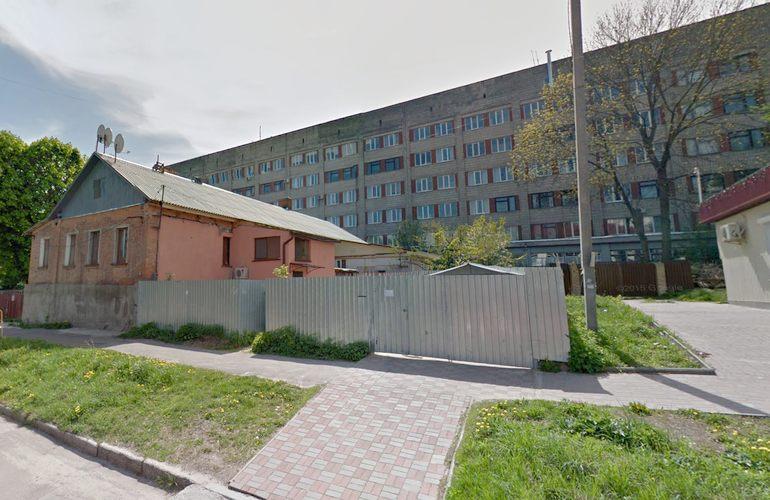 У Житомирі з вікна лікарні вистрибнув чоловік і загинув