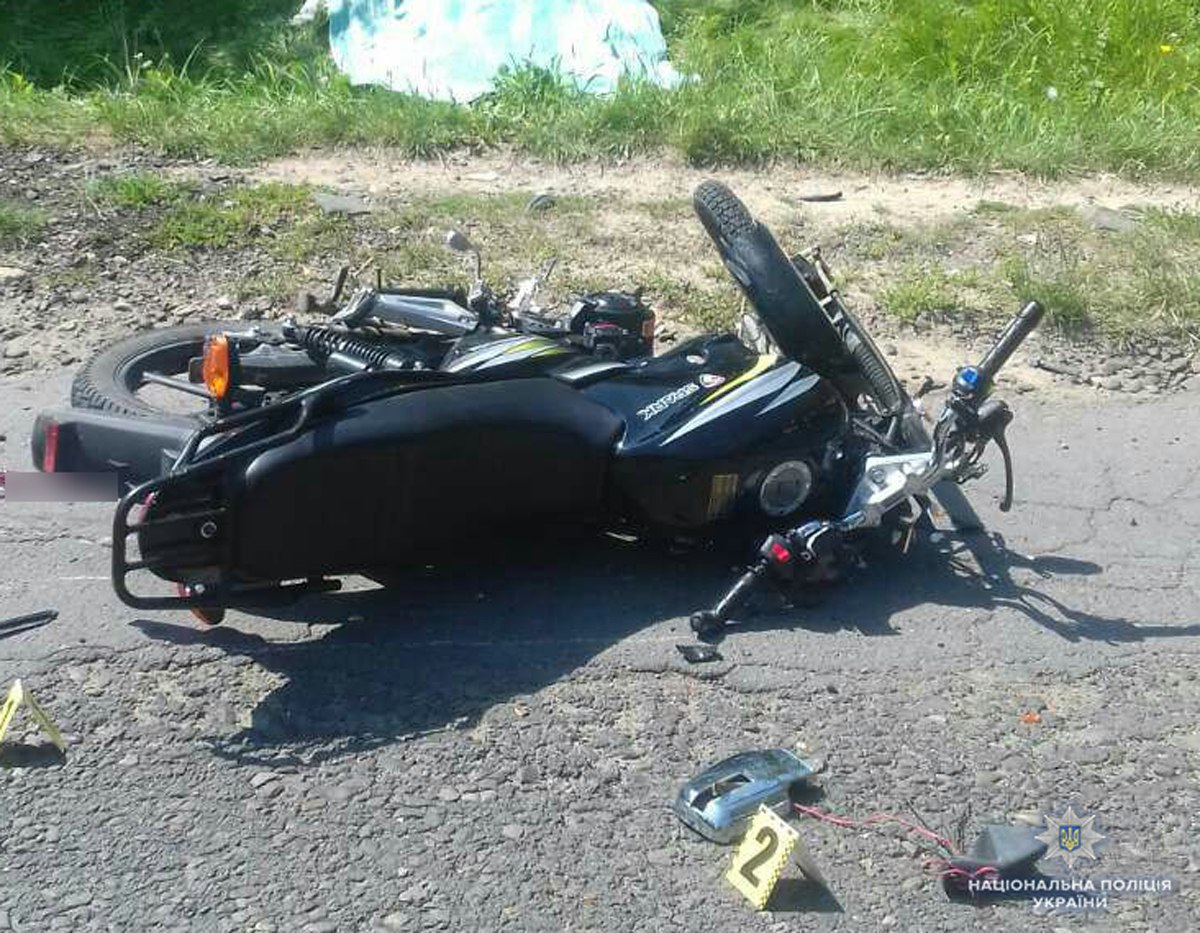 На Хотинщині в ДТП загинув мотоцикліст