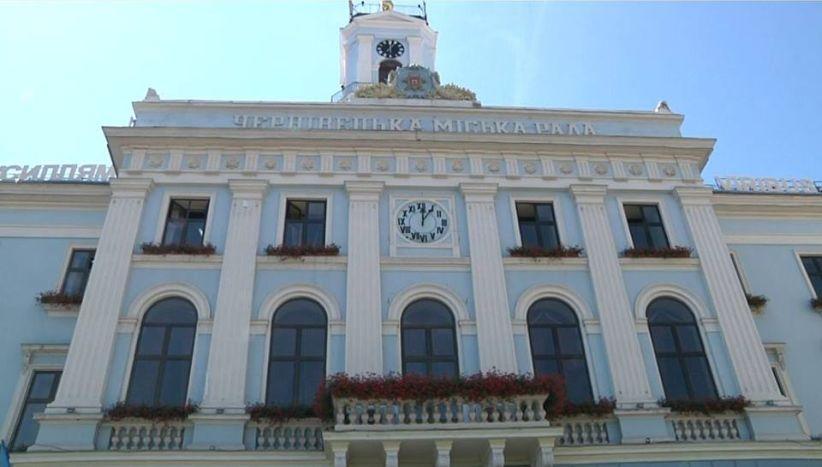 Два тижні після відставки Каспрука: на вежі Чернівецької ратуші зупинився годинник
