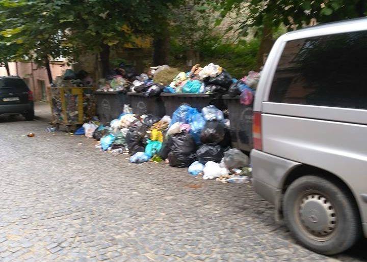 """У Чернівцях керівник інспекції з благоустрою через неприбране сміття розкритикував начальника КП """"Спецкомунтранс"""""""