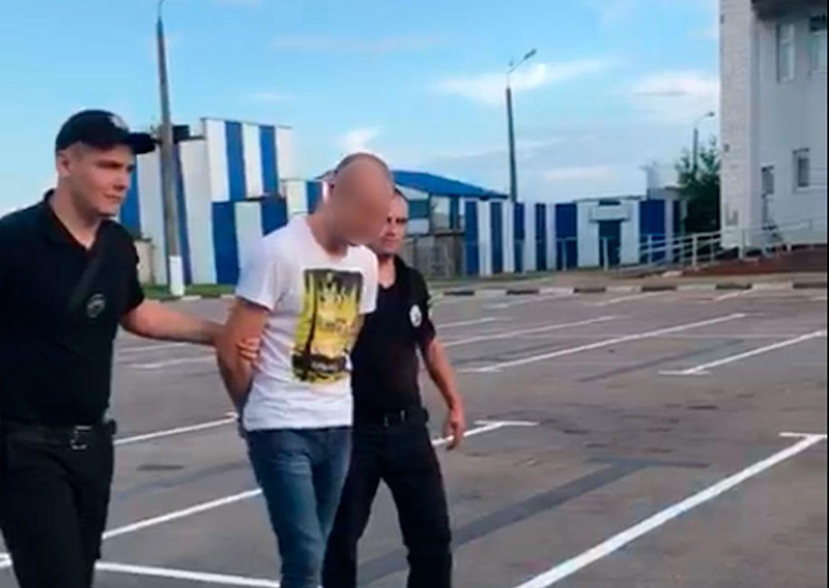 Поліція Буковини затримала сутенера, який вивозив дівчат в Італію