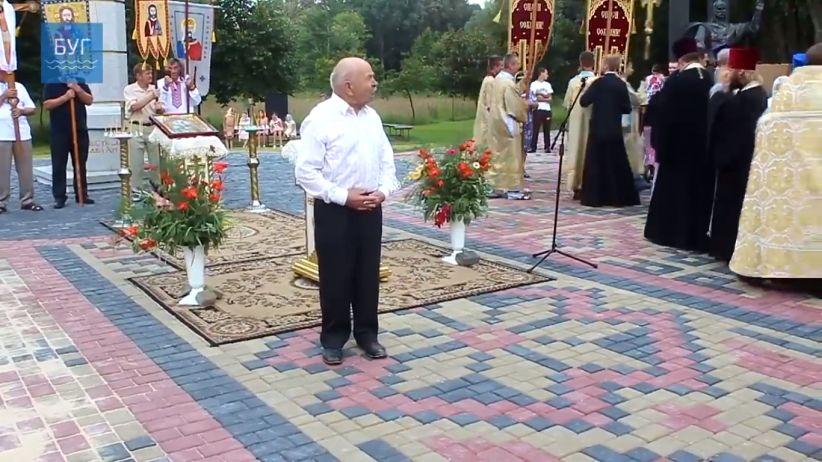 ЗМІ розповіли про чоловіка, котрий віршем Шевченка прогнав з площі священиків УПЦ МП
