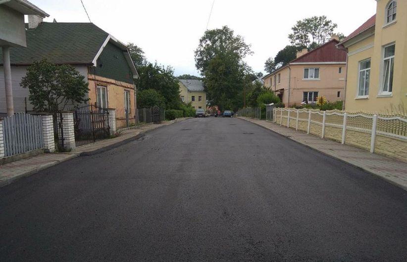 У Чернівцях завершили ремонт вулиці Демократичної