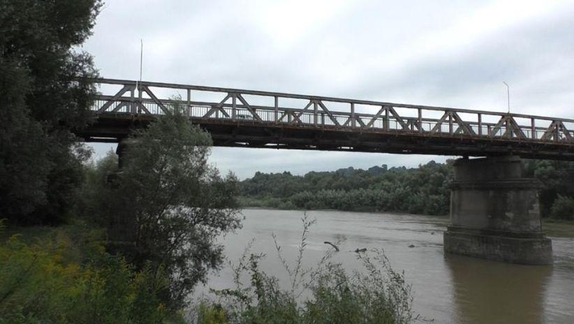 У Чернівцях на річці Прут втопився чоловік та пропав безвісти підліток