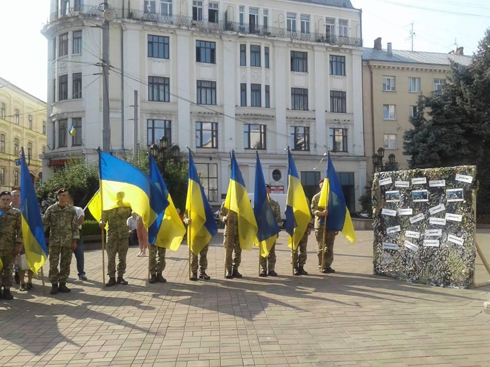 У Чернівцях вшанували пам'ять воїнів, які загинули в Іловайському котлі (фото)