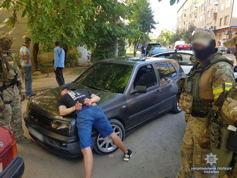 У Чернівцях затримали серійних квартирних крадіїв – поліція