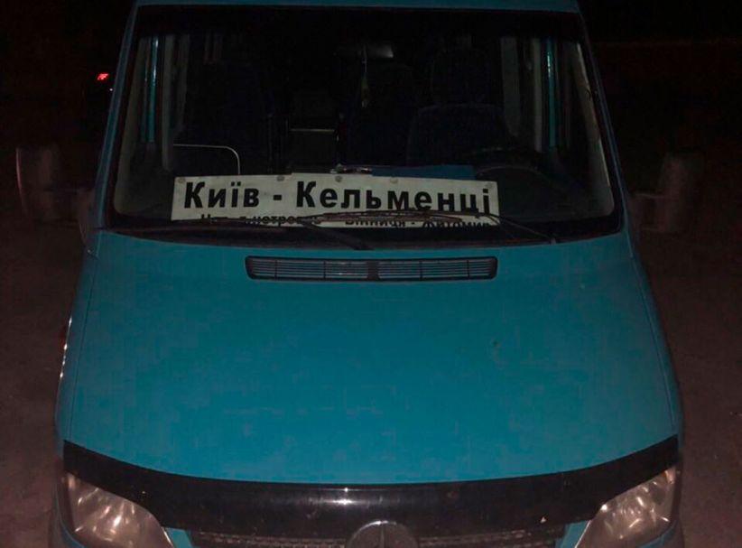 """П'яний і без посвідчення: на Буковині затримали водія автобуса """"Київ-Кельменці"""""""