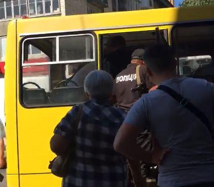У Чернівцях в маршрутці №5 затримали крадіїв