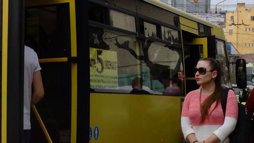 У Чернівцях дозволили рух маршруток у режимі спецперевезень