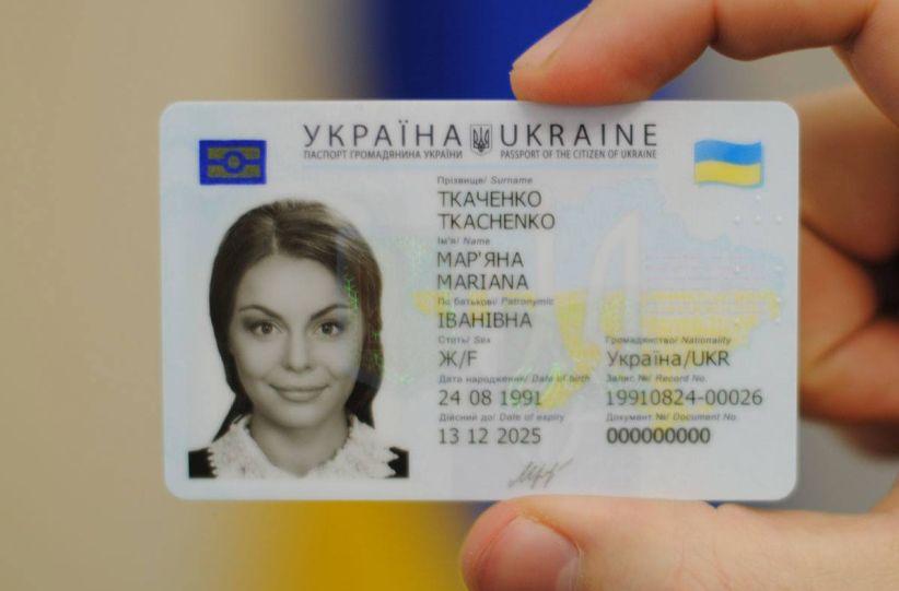 Готові закордонні паспорти вчасно не забрали 13,5 тисяч буковинців