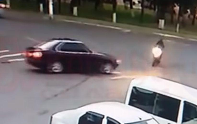 У Заставні водій BMW збив жінку на скутері (відео)