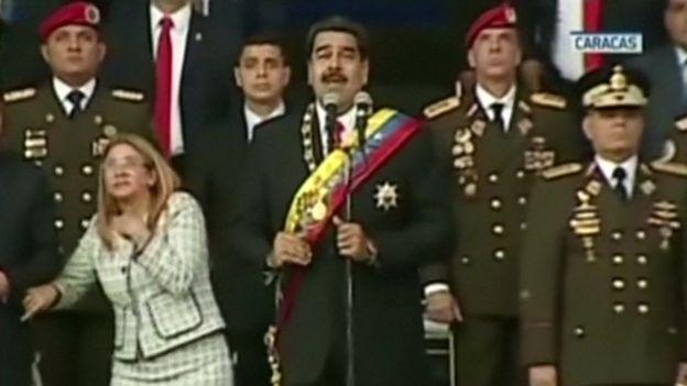 На президента Венесуели скоєно замах за допомогою дронів