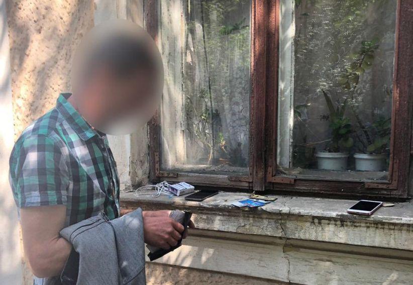 У Чернівцях чоловік викрав телефон і гаманець у пасажирки тролейбуса