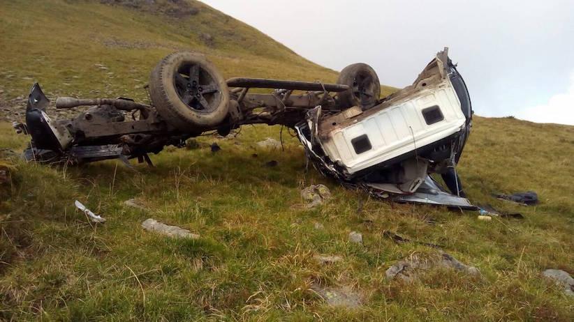 У Карпатах двоє туристів зірвалися на позашляховику в ущелину і загинули
