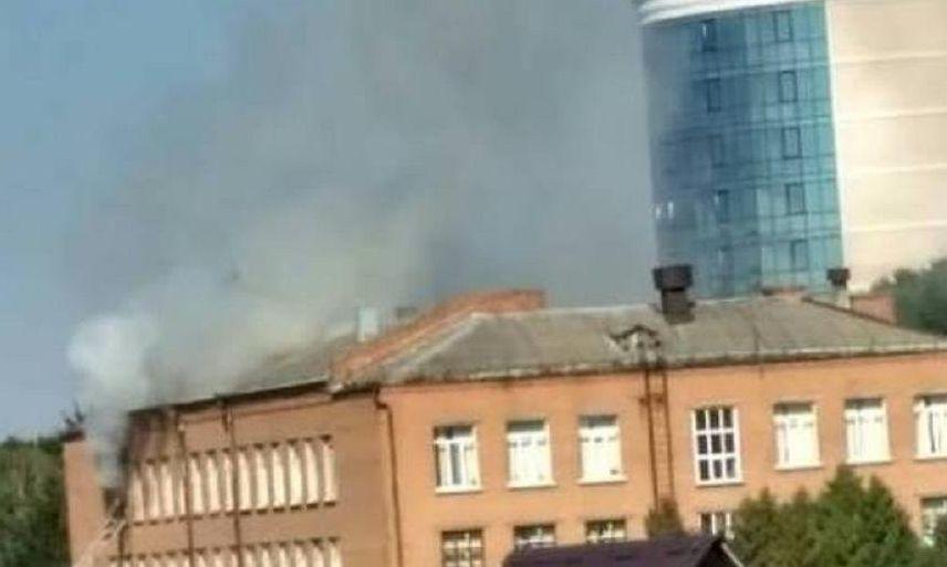 У Хмельницькому горить школа (відео)