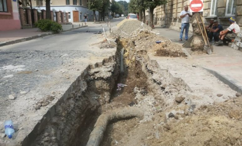 У Чернівцях під час ремонтних робіт спалахнув газ