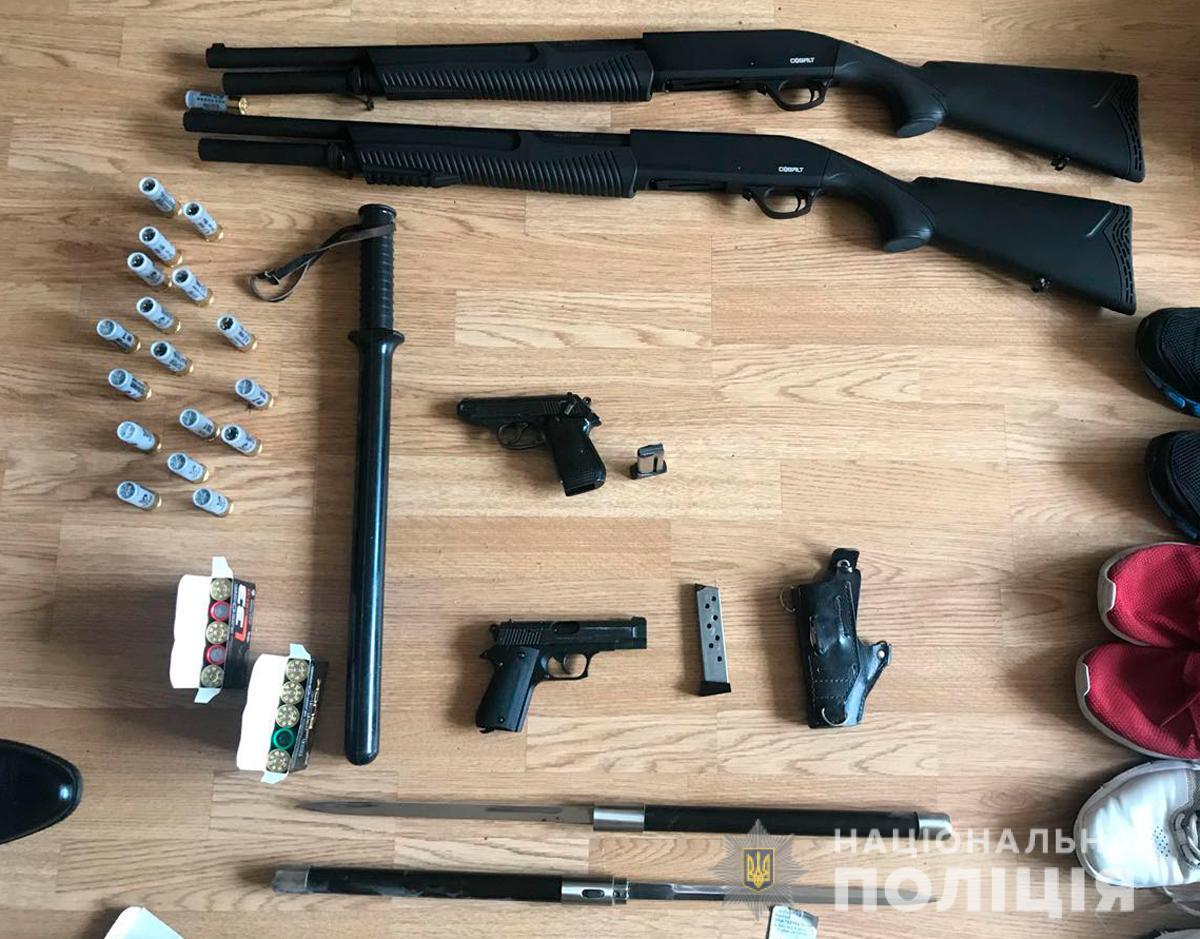 У помешканні чернівчанина виявили цілий арсенал зброї – поліція