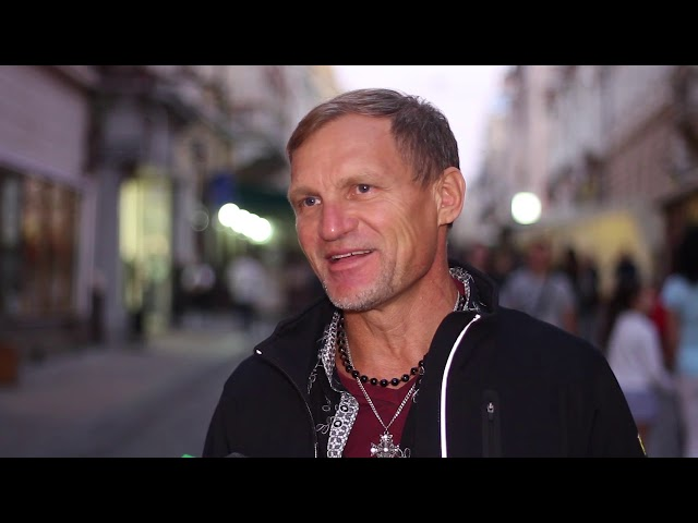 Олег Скрипка у Чернівцях розповів про новий кліп, справжній гламур і кабаре