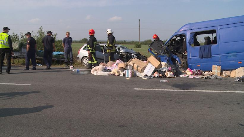 У Коломиї зіткнулися авто: загинула сім'я з Чернівців (фото, відео)
