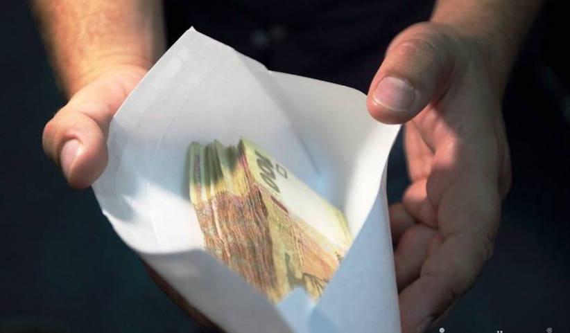 Буковинець за спробу дати хабар посадовцю сплатить 12 тисяч гривень штрафу