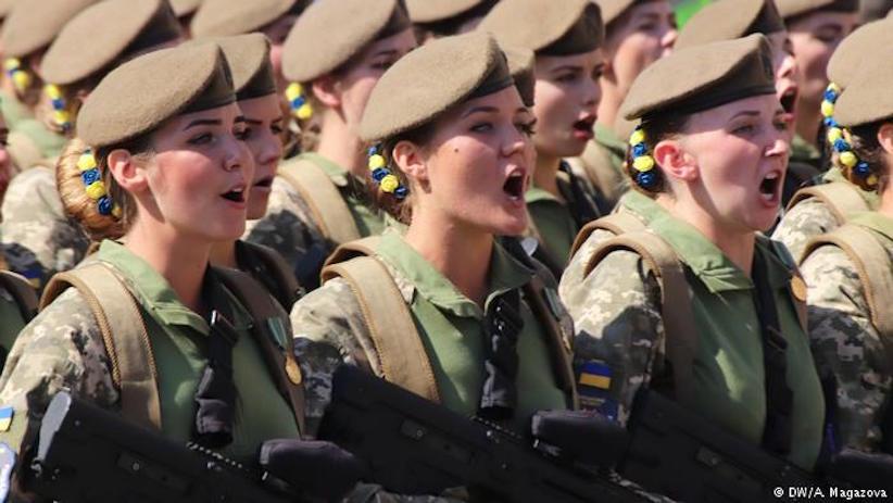Президент підписав закон про рівні права чоловіків і жінок на військовій службі