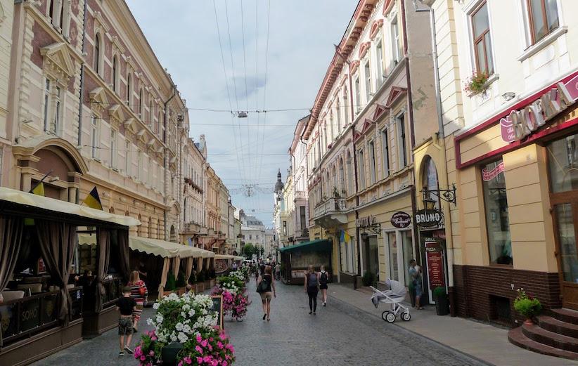 Літні майданчики біля кафе і ресторанів у Чернівцях демонтують до 5 листопада
