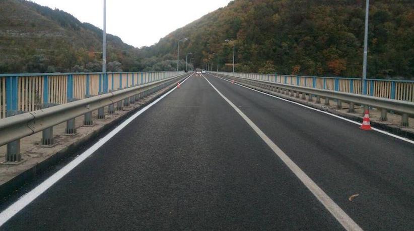 Міст між Чернівецькою і Тернопільською областями ремонтують: дорожнє покриття вже зроблене