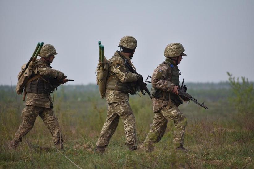 Війна на Донбасі: ворог продовжує обстріли забороненим озброєнням