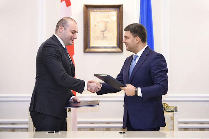 Україна та Грузія остаточно погодили поїздки за ID-паспортами