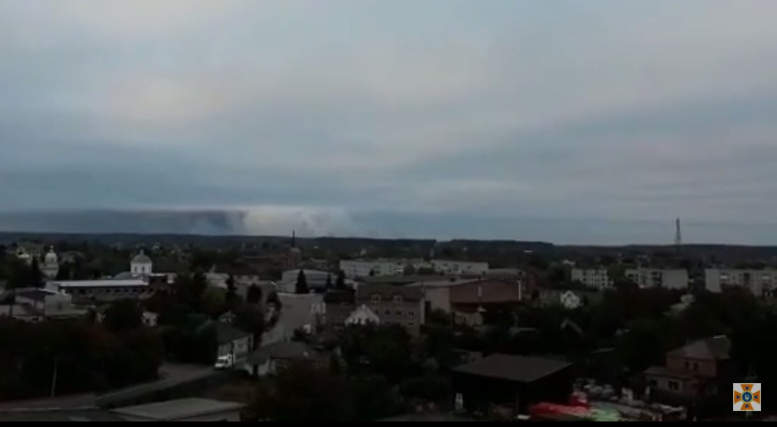 Вибухи на Чернігівщині: військові патрулюють територію, щоб запобігти мародерству
