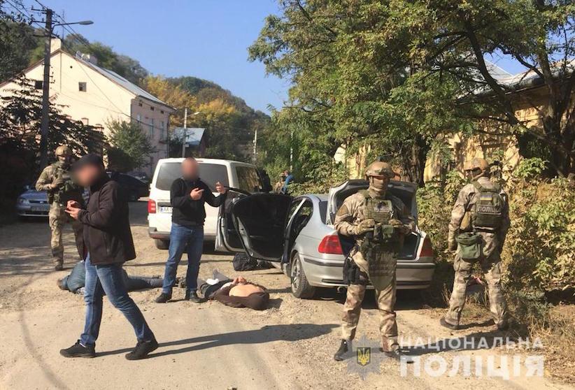 """Подробиці нападу на """"валютників"""": у Чернівцях поліція затримала злочинну групу (фото)"""