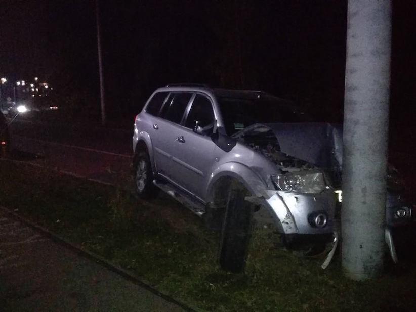 ДТП у Чернівцях: на вулиці Воробкевича водій в'їхав у електроопору