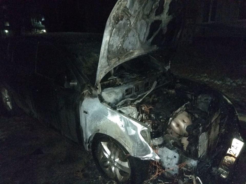 На Сумщині невідомі спалили автівку депутата міськради