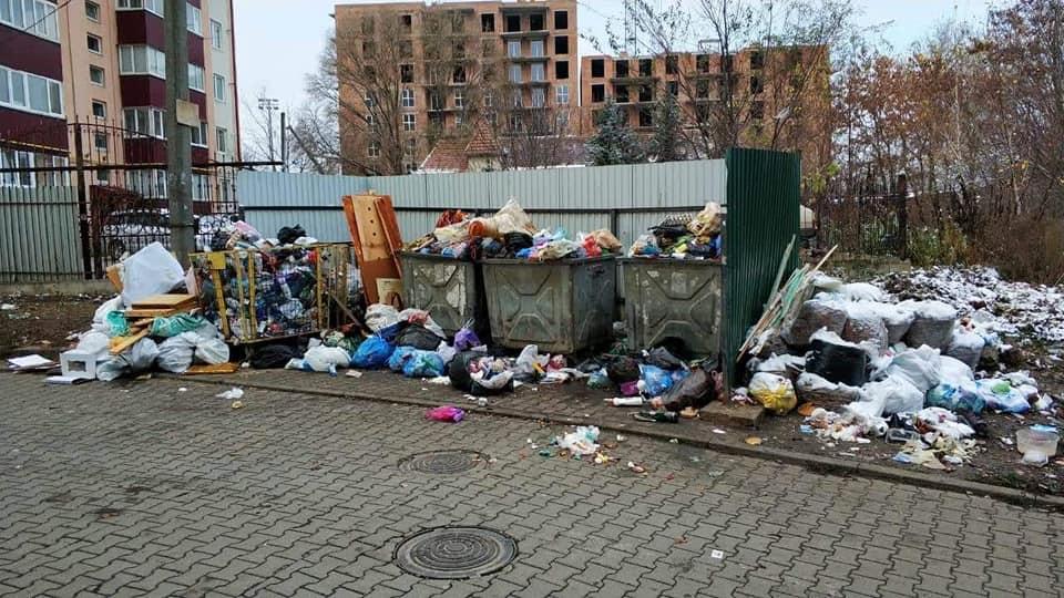 """""""Нова влада"""" в дії: Чернівці потопають у смітті (фото)"""