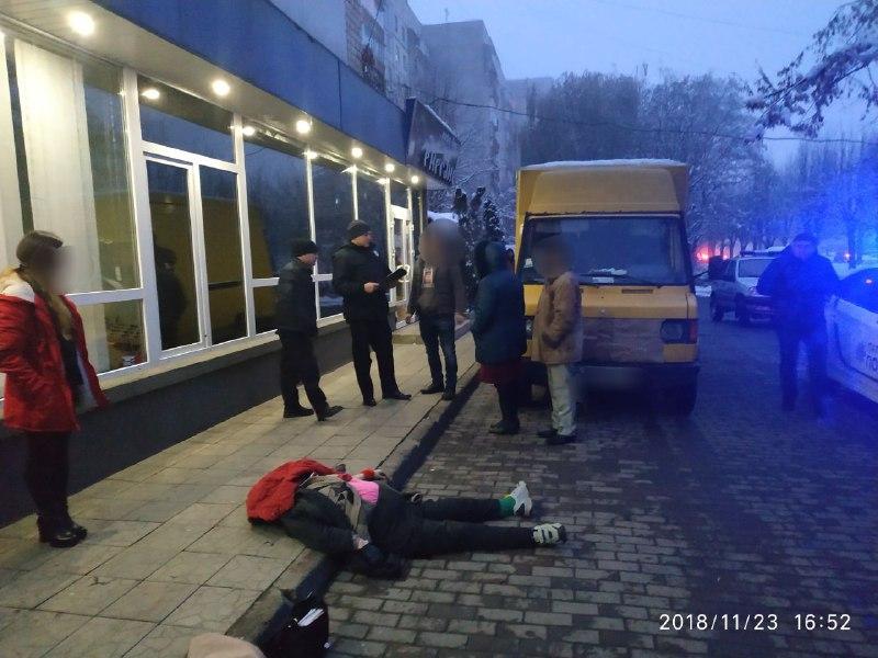 Поліція з'ясовує обставини загибелі жінки під колесами мікроавтобуса на Героїв Майдану
