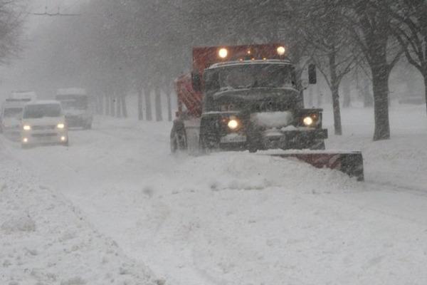 Сніговий циклон: Укравтодор просить водіїв утриматися від поїздок у центральних і південних областях
