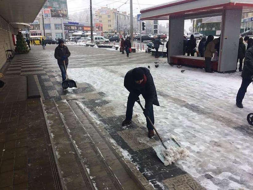 У Чернівцях підприємців оштрафували за неприбрані тротуари