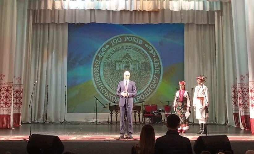 Яценюк на 100-річчі Буковинського віча згадав і про відставку законно обраного мера