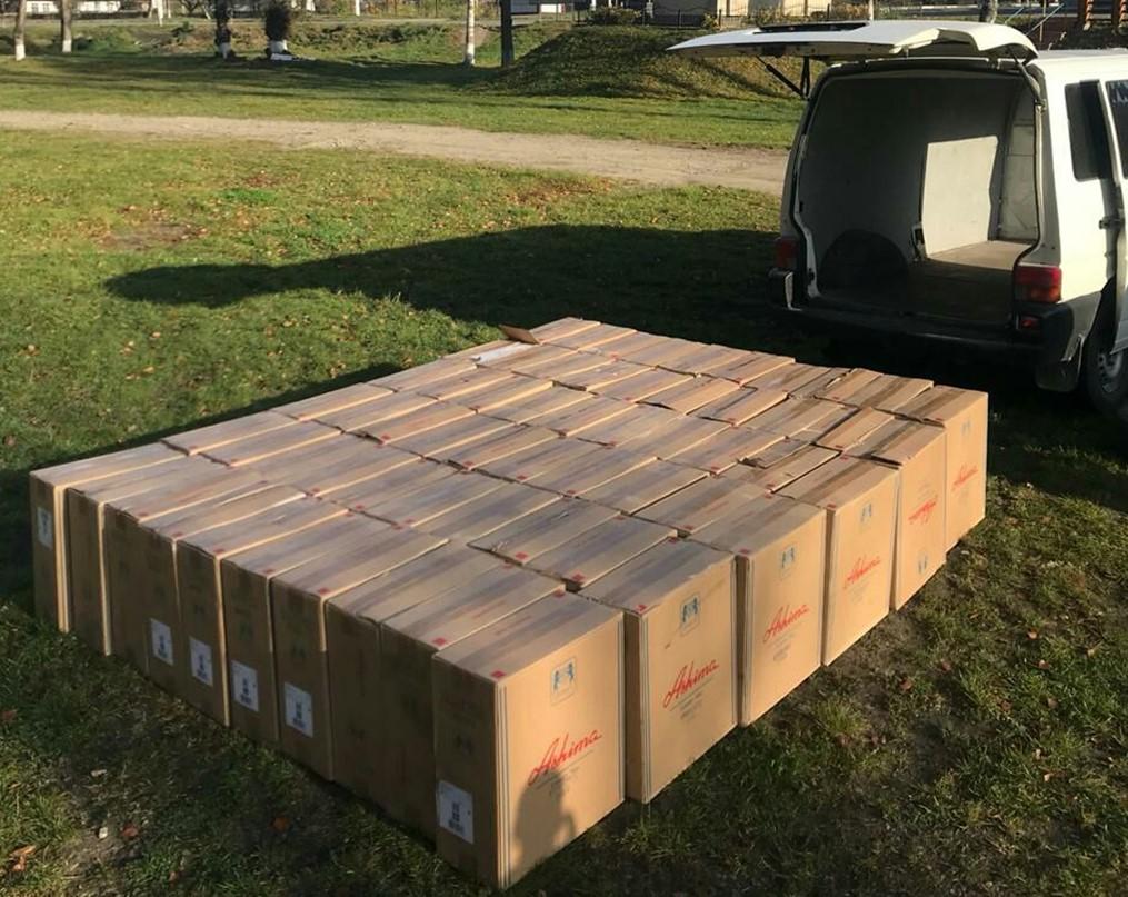 Чернівчанина спіймали з 60 ящиками контрабандних сигарет