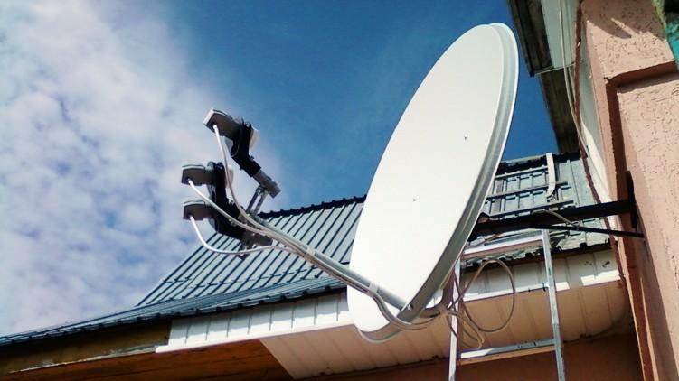 На вулиці Хотинській у Чернівцях чоловік випав з вікна 8-поверху і приземлився на супутниковій антені своєї сусідки поверхом нижче