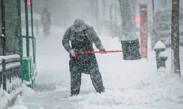 У Чернівецькій міськраді нагадали про прибирання снігу на прилеглих територіях