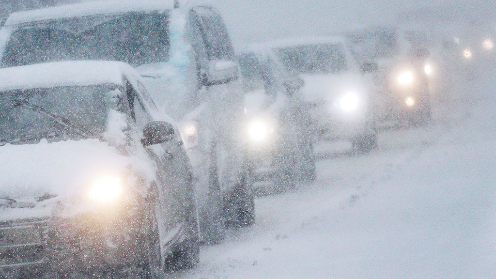 Водіїв попереджають про хуртовини і замети на дорогах Буковини