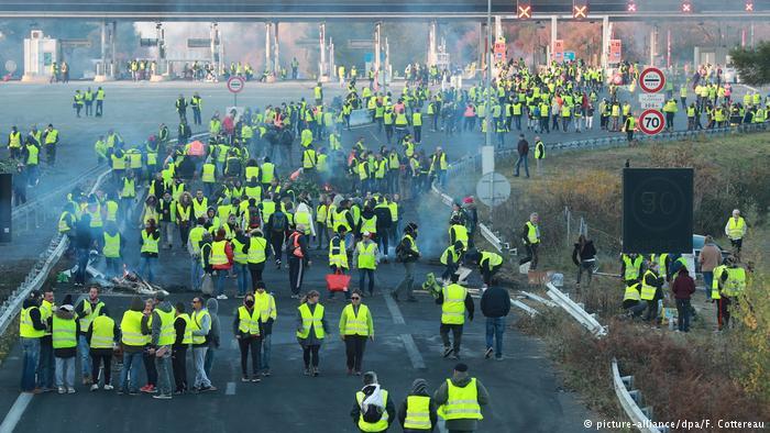 """10 жертв: у Франції через акцію """"жовтих жилетів"""" загинула ще одна людина"""