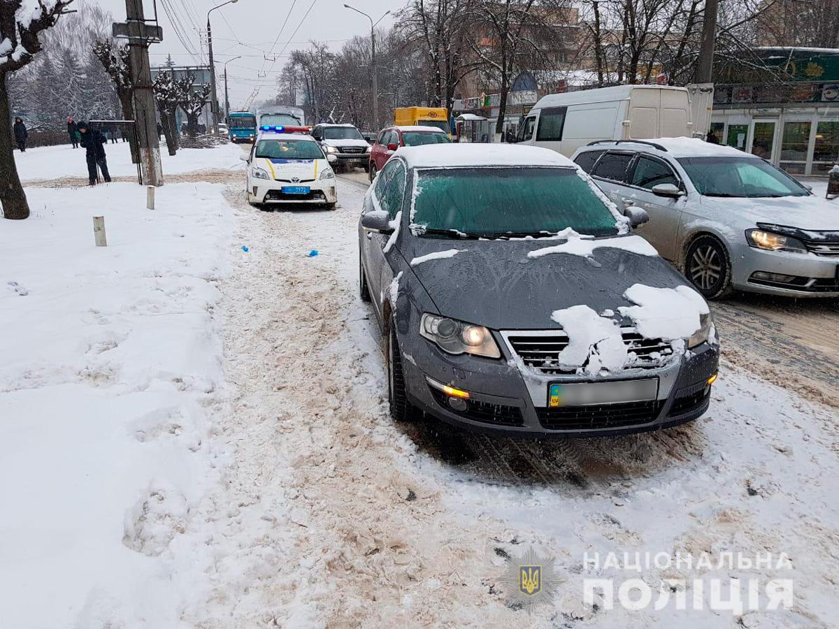У Чернівцях на вулиці Руській жінка потрапила під колеса автівки