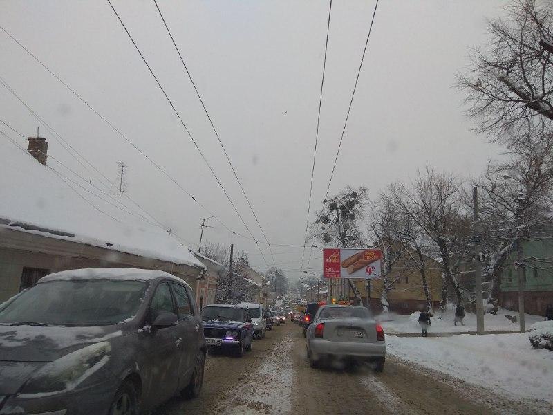 """""""Нова влада"""" господарює: Чернівці стоять у заторах через незадовільний стан доріг"""
