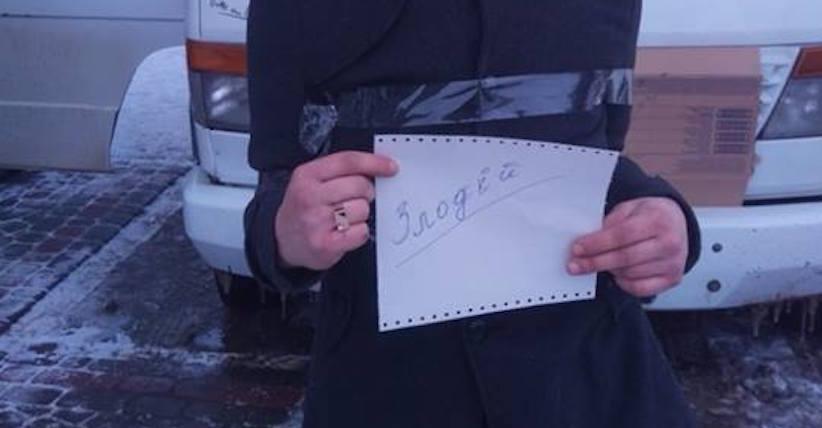 Самосуд у Чернівцях: ошукані водії автобусів викрили злодіїв