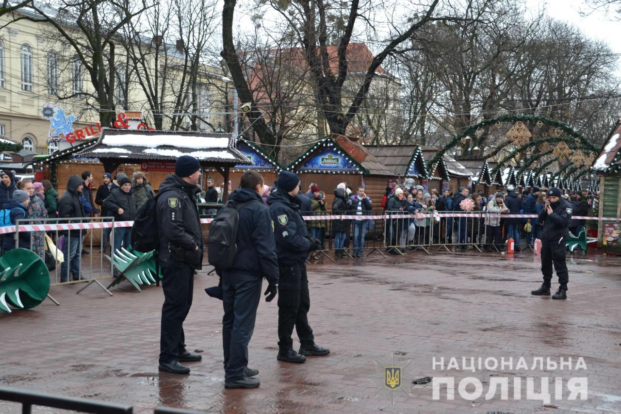 Пожежа у Львові: міськрада припинила роботу Різдвяного ярмарку