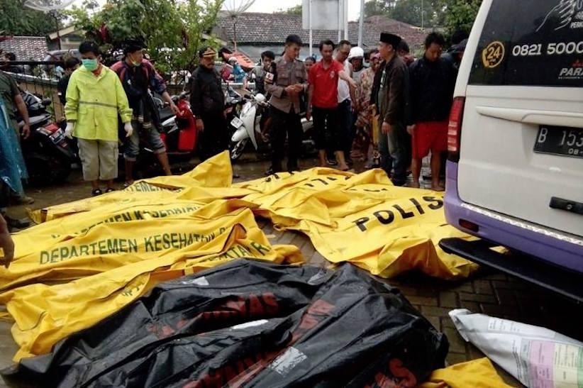 Щонайменше 222 людини загинули у результаті цунамі в Індонезії (відео)
